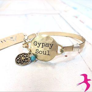 Jewelry - ⭐️ NWT Gypsy Soul Gold Bracelet